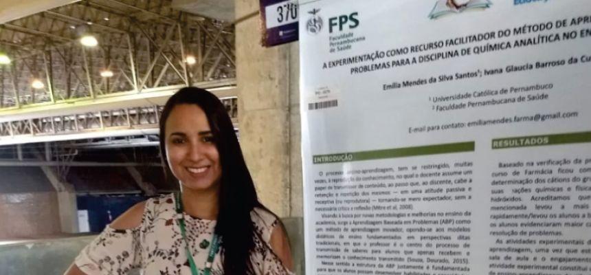 Egressa de Farmácia marca presença em congresso nacional